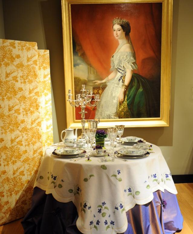皇妃ユジェニーとスミレの食器